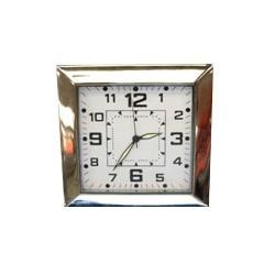Horloge carrée avec micro caméra espion